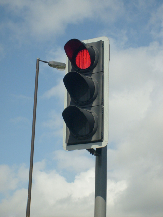 1200px-Modern_British_LED_Traffic_Light