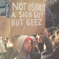14-sign-guy-trump.w190.h190