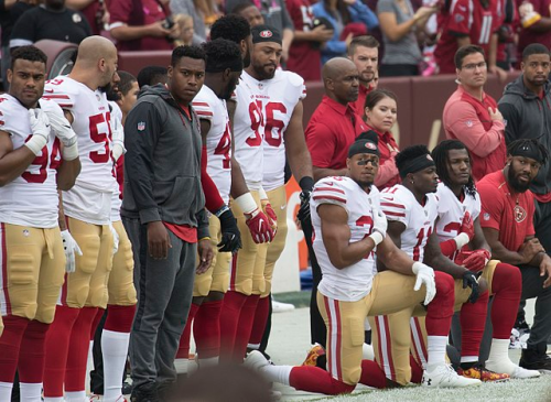 640px-San_Francisco_49ers_National_Anthem_Kneeling_(37721041581)
